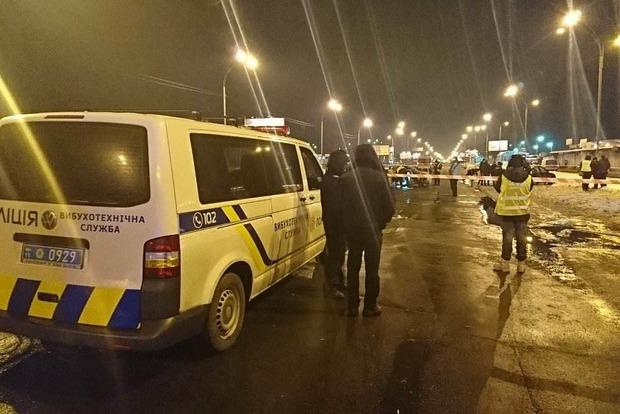 Взрыв авто в Киеве: полицейский бросил гранаты в СБУшников