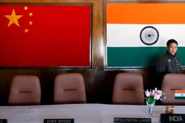 Индия готовится к двусторонней войне с Китаем и Пакистаном из-за дорог