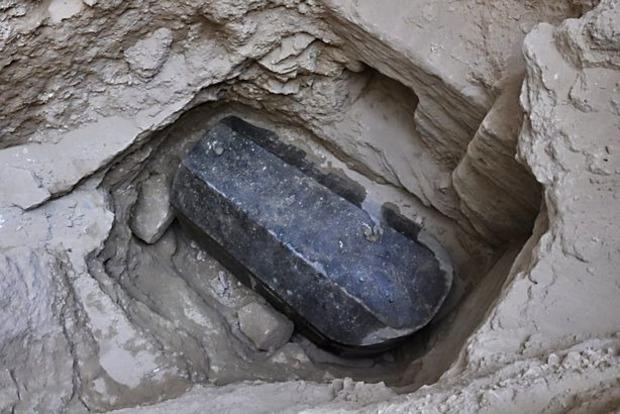 В Египте нашли таинственный черный гроб для великана