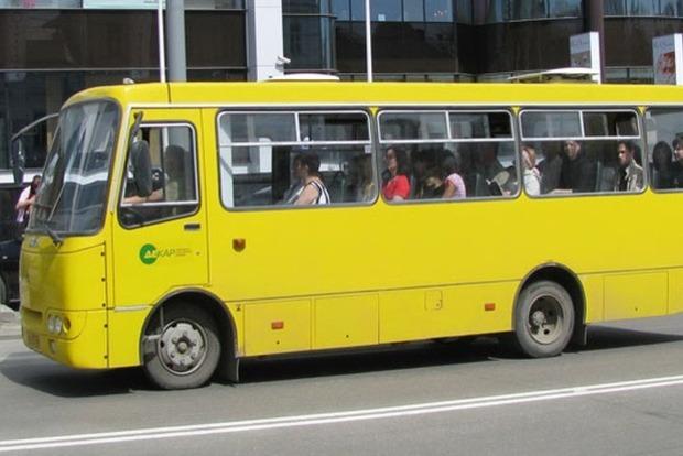 По тернопольским маршруткам ездит любвеобильный извращенец