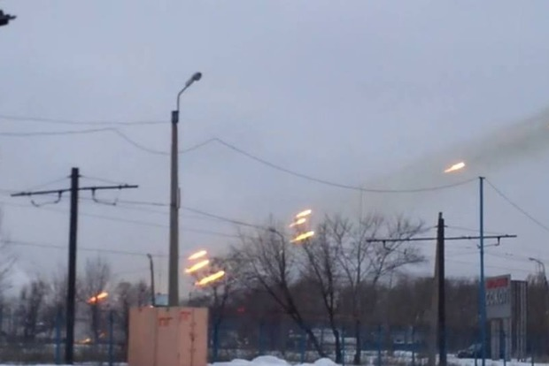 Авдеевка в огне: Оккупанты обстреляли жилые кварталы из «Градов»