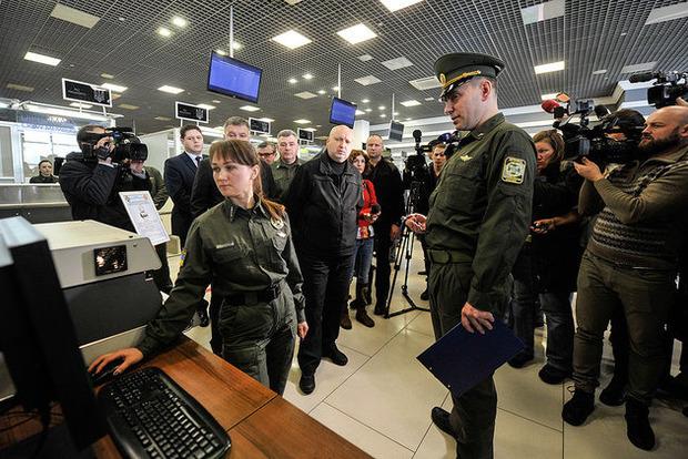Держприкордонслужба презентувала систему фіксації біометричних даних іноземців