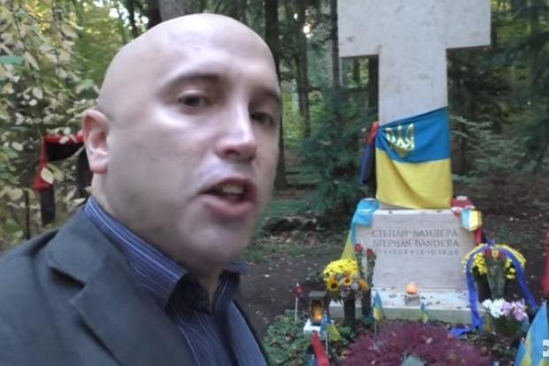 Пропагандист Кремля Филлипс побывал намогиле Степана Бандеры— Акт вандализма