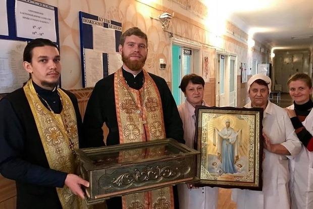 В Кропивницкий привезли икону Покрова Богородицы с мощами святых воинов