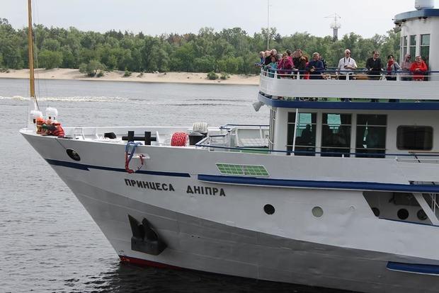 В Киев зашел круизный теплоход из Румынии