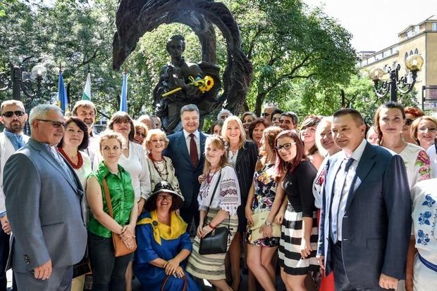 Порошенко принял участие в открытии памятника Шевченко в Софии (фото)