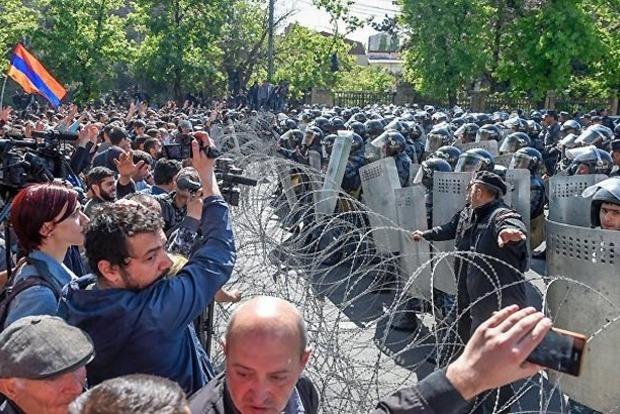 В Армении объявлено о начале бархатной революции