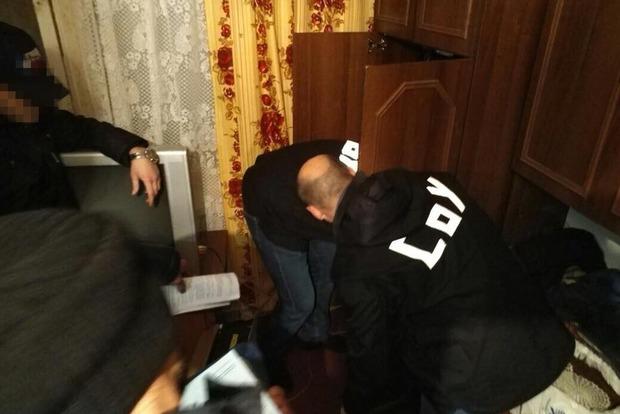 Бывший, нынешний полицейские и экс-заключенный торговали оружием в Полтавской области