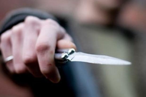 Наступил на ногу, а потом пырнул ножом. В Николаеве конфликт в маршрутке закончился поножовщиной