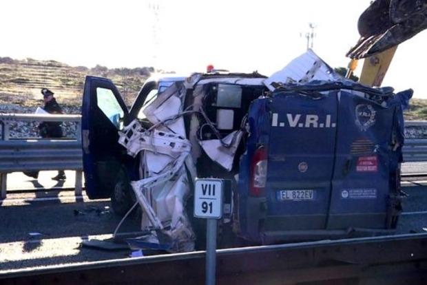 Ограбление по-итальянски: инкассаторский броневик вскрыли экскаваторами