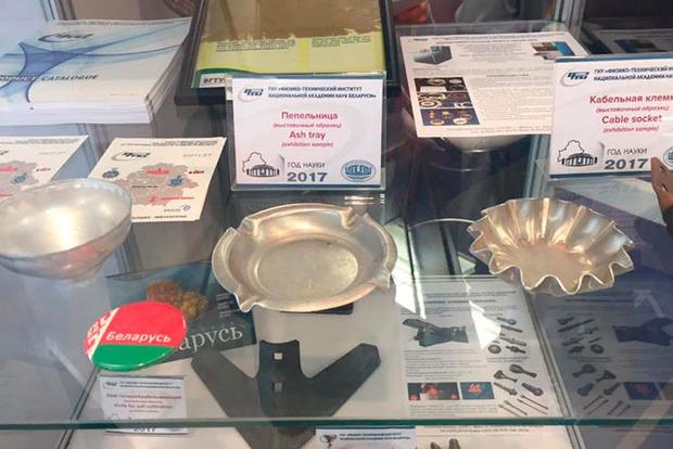 «Болт для народа» и ржавые шары: выставочный стенд НАН Беларуси шокировал публику