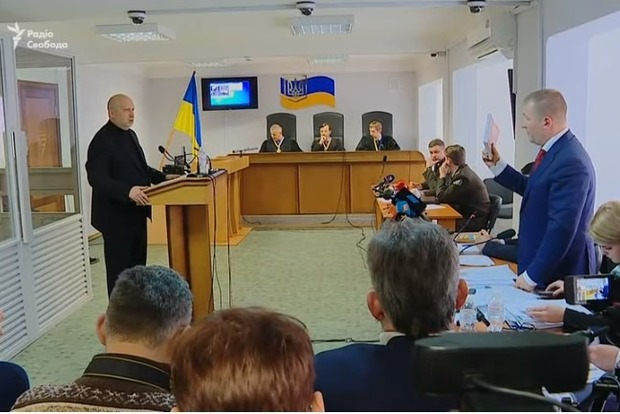 Турчинов у суді познущався з адвоката Януковича: Може, це проблеми зі здоров'ям?