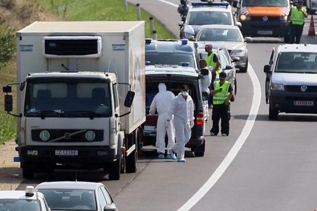 В Австрии задержали грузовик с 17 нелегалами