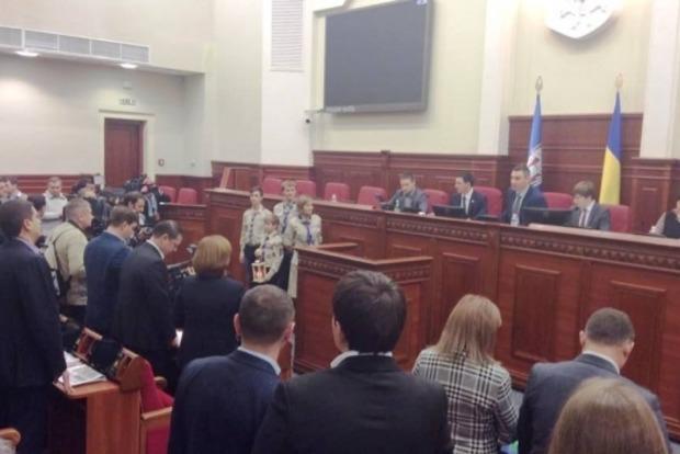 Вифлеемский огонь мира привезли в Киев
