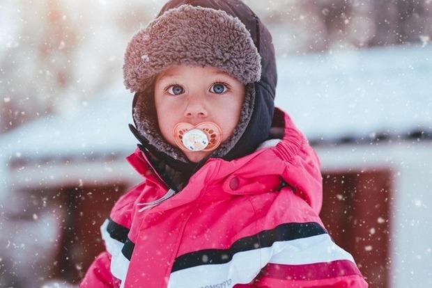 Слезы замерзли на лице: во львовском саду забыли ребенка на морозе