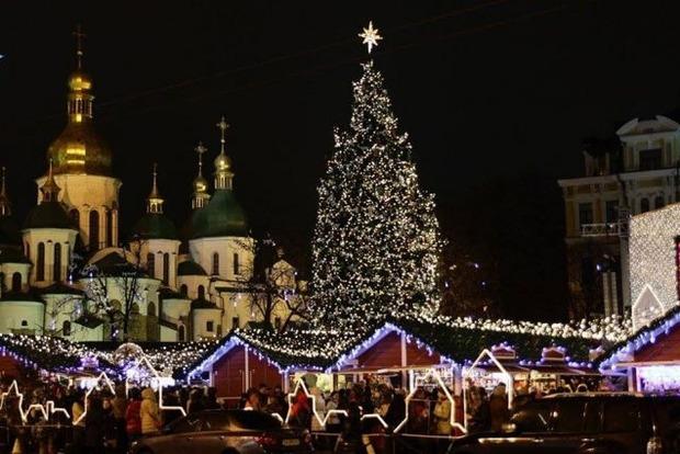 К новогодним праздникам в Киеве установят 26-метровую елку и обзорное колесо