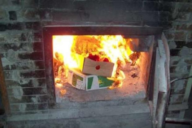 В Ялте сожгли 45 кг санкционных сыров камамбер и бри