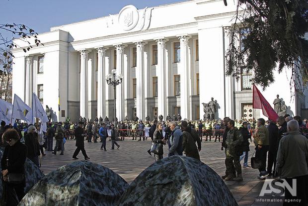 Протестующие под Радой опровергли наличие «палатки Олийныка»