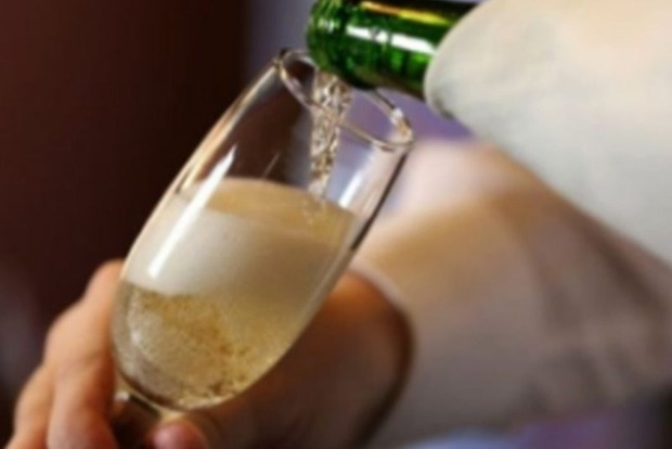 Нервным женщинам помогает шампанское