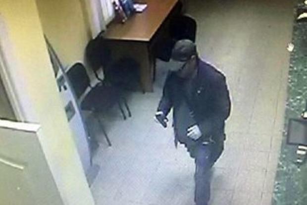 В Киеве со стрельбой ограбили банк на 285 гривен