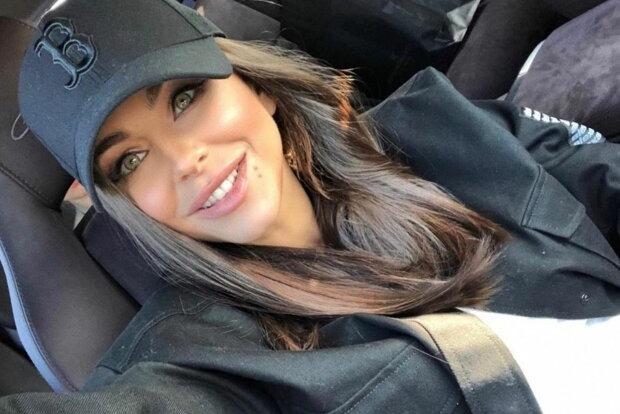 41-летнюю Ани Лорак раскритиковали за дорисованную талию