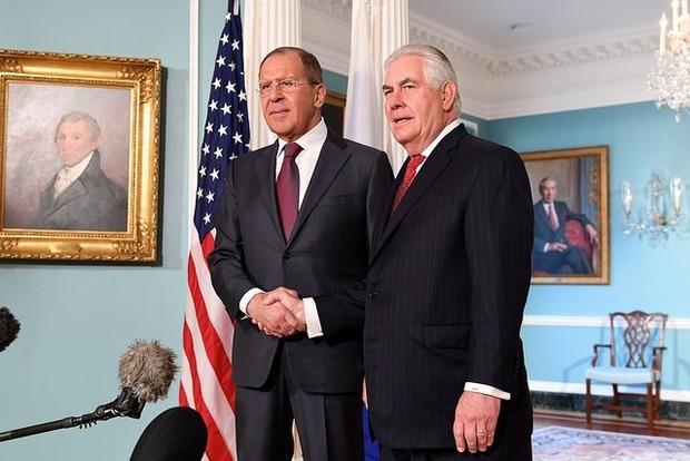 Тиллерсон объяснил Лаврову, сколько продлятся санкции против России