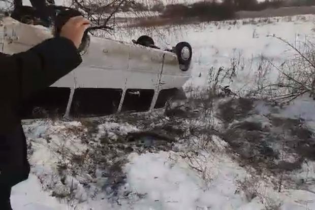 Под Киевом перевернулась маршрутка с пассажирами