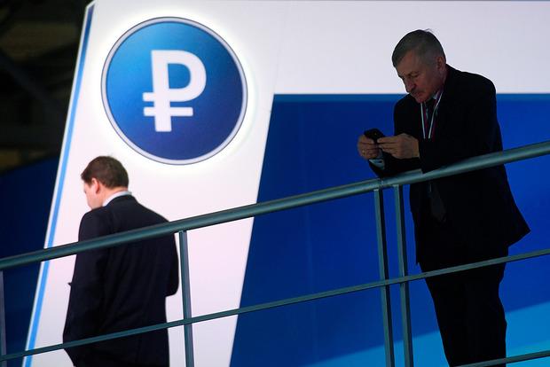 Второй раз за месяц рубль попал в геополитическую ловушку - Bloomberg