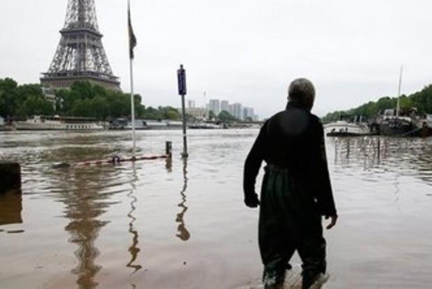 Во Франции на помощь пострадавшим от наводнения выделят миллионы евро