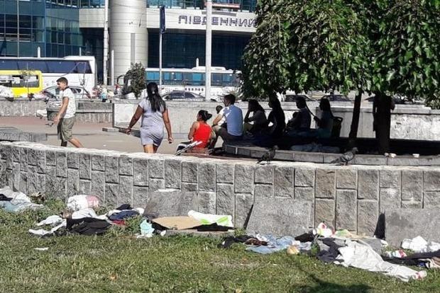 Циган, які влаштували злодійський табір на столичному вокзалі, виселили геть