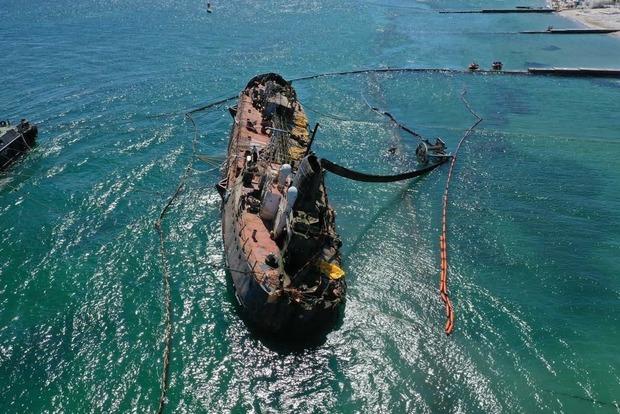 Эпопея с Delfi закончилась: скандальный танкер подняли и поставили на киль