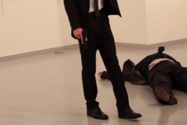Российский посол, на которого напали в Турции, скончался - СМИ