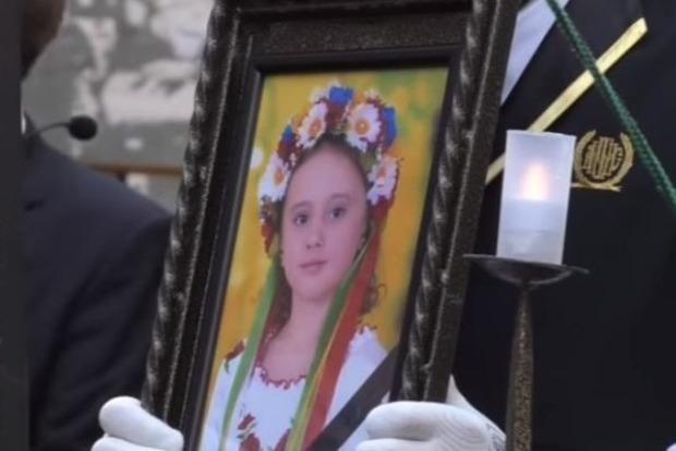 В Одессе похоронили девочку, погибшую при пожаре в лагере «Виктория»