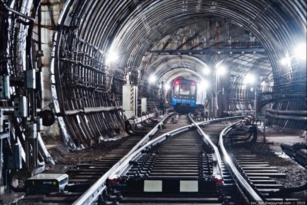 На столичной станции метро «Лукьяновская» женщина бросилась под поезд