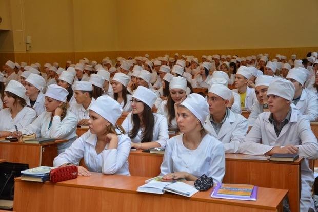 Кабмин отменил обязательную отработку студентов-медиков после окончания вуза