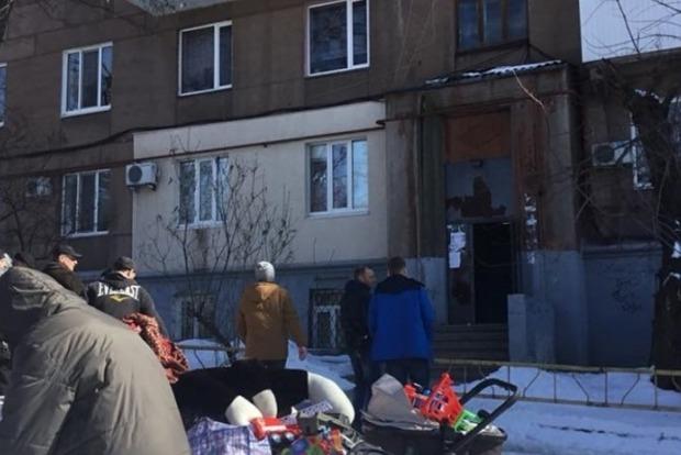 У Запоріжжі руйнується багатоповерхівка, мешканці з речами вискочили на вулицю