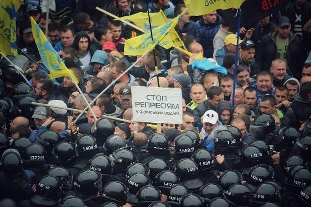 Полиция оттеснила автомобилистов из-под Рады
