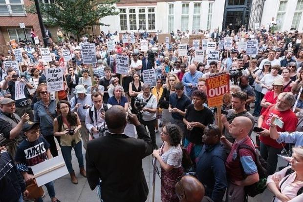 В Лондоне вспыхнули массовые акции протеста после пожара