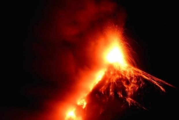 Мощное извержение вулкана произошло в Гватемале