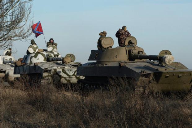 Тяжко оккупантам в Донецке. Самоходные установки приходится толкать вручную