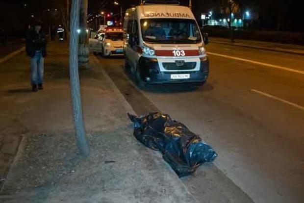 Смертельное ДТП в Киеве: авто 100 метров тащило сбитого пешехода
