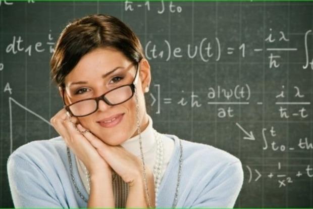 В 2021 году запланировано два этапа повышения зарплат педагогам