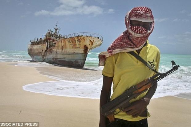 Пассажиры дорого круизного лайнера 10 дней плавали без света из-за риска нападения пиратов
