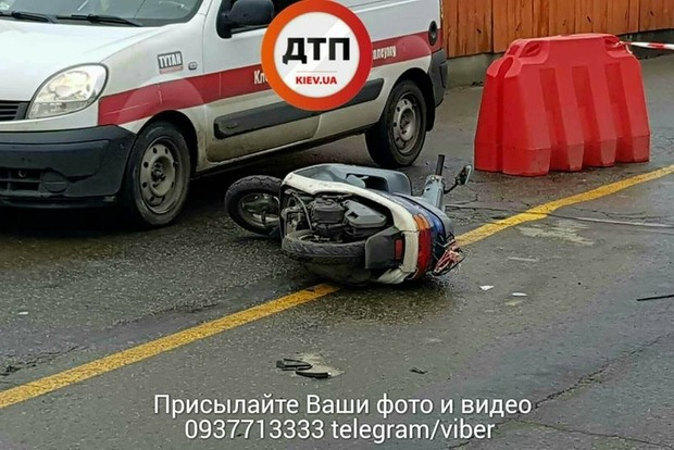 Водитель иномарки потерял сознание и насмерть сбил скутериста в Киеве