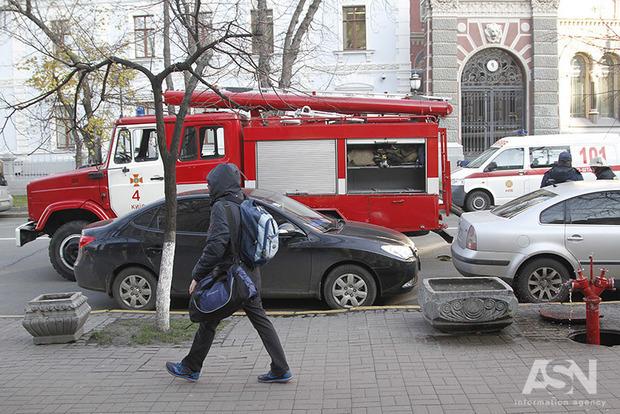Каждый день по автомобилю: в Киеве поджигатели машин вышли на тропу войны