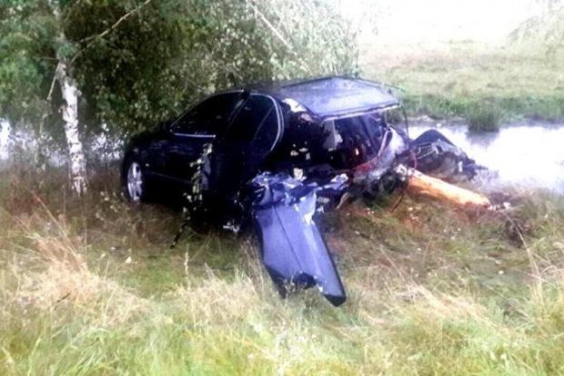 В Закарпатской области BMW разорвало на части после столкновения с деревом