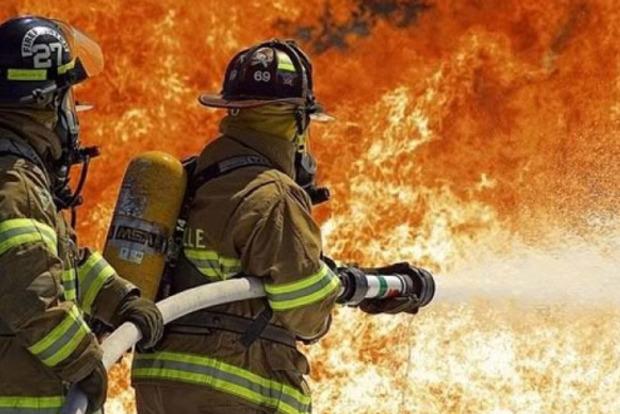 В центре Днипра сгорело семь гаражей