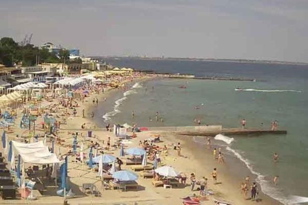 Сезон - не сезон. У мережі порівняли пляжі Одеси і Криму