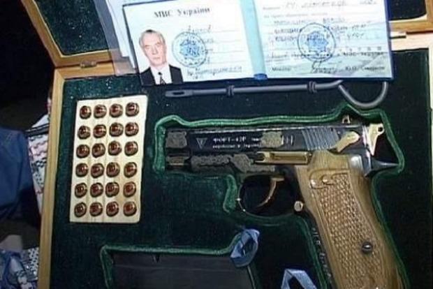 Азаров собрался судиться за свои арестованные «сокровища»