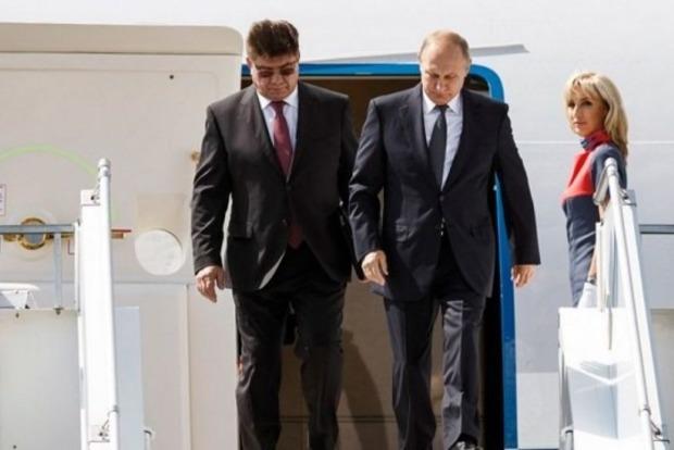 Не изменяет традициям: Путин опоздал на встречу с Трампом